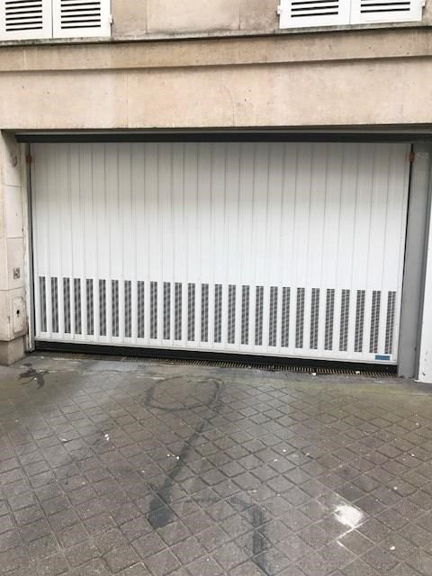 Parking voiture 14m2 rue de Babylone Paris 7