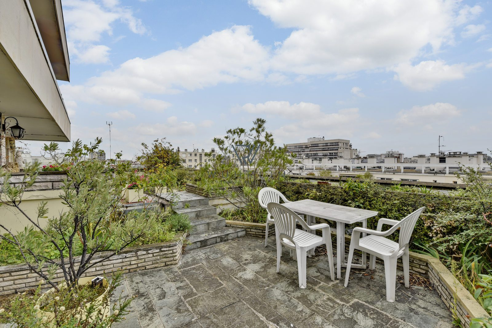 100m2 + 98m2 terrasse + balcons rue Noyer Paris 14