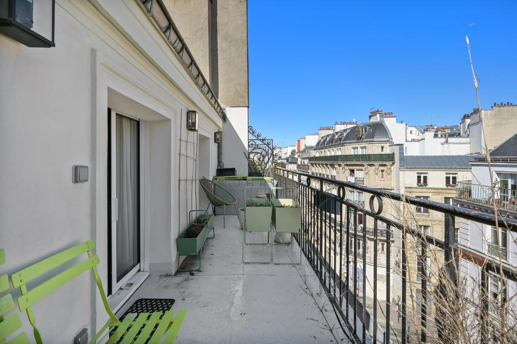 62m2 avec terrasse 12m2 rue Rambuteau Paris 4