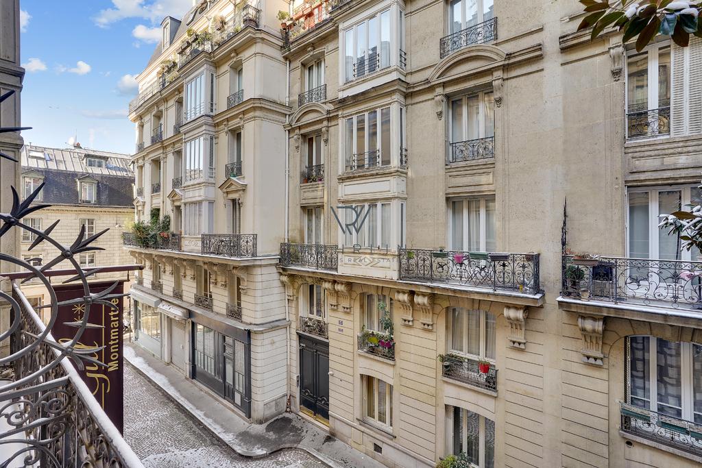 40m2 avec balcon rue André Gill Paris 18